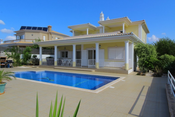 Villa_for_sale_in_Portimao_SMA13532