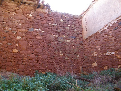 Ruin_for_sale_in_Lagos_LVE6211